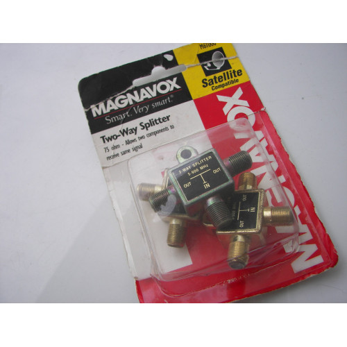 Magnavox M61000 2 Way Signal TV Coax Video Combiner Splitter 5-900 MHz Separator for UHF/VHF TV Antenna / Cable, Part # M-61000